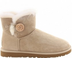 UGG MINI BAILEY BUTTON II BOOT SAND